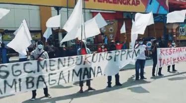 PEDAGANG SENTRA GROSIR CIKARANG PROTES PERPANJANGAN PPKM