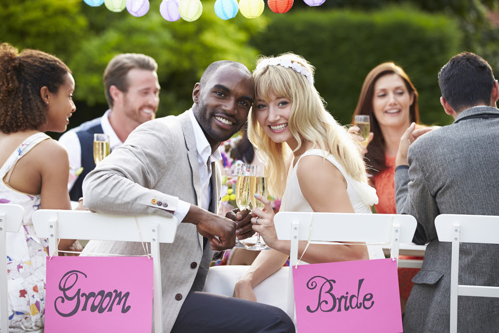 8 Ways to Keep Your Wedding Guests Entertained at the Reception Table