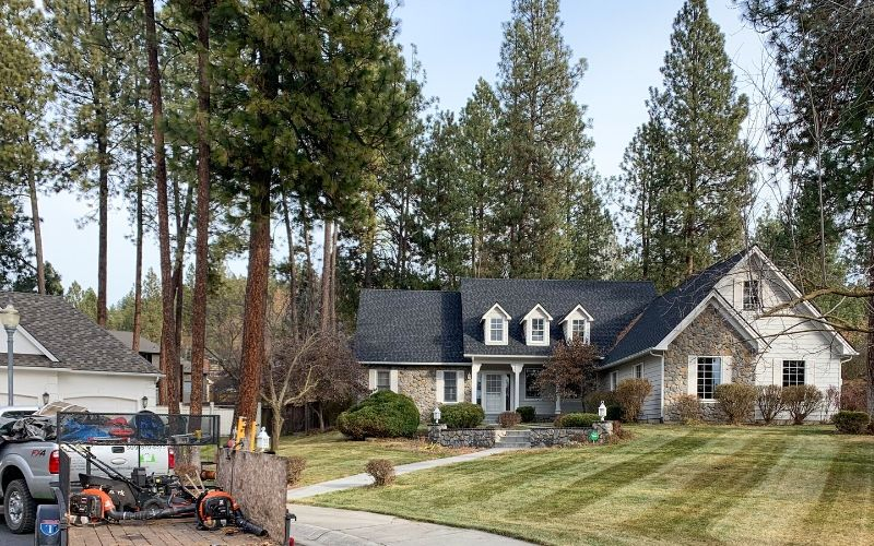 A Spokane home after a fall cleanup. All fallen leaves and debris have been cleaned up and the lawn has been freshly mowed.