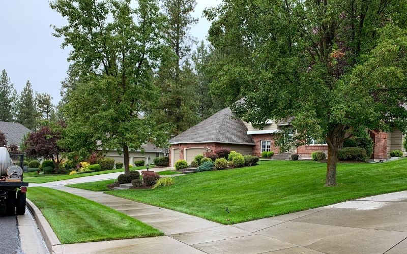 A Spokane home with a beautiful and lush green yard courtesy of Spokane's Finest Lawns and their fertilization program.