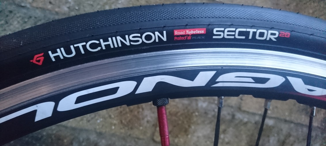 Hutchinson Sector 28 Tyre