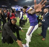 Hall of Famer and former Vikings Wide Receiver Cris Carter congratulates Stefon Diggs after his game-winning catch.