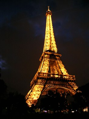250-eiffel-tower-at-night_jpg1