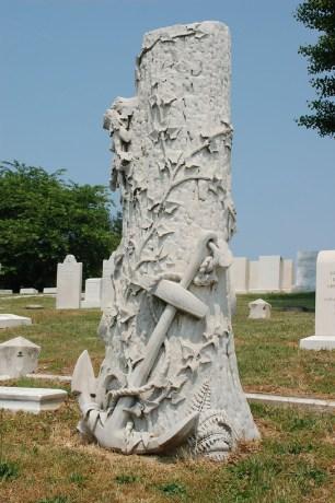 grave tree stump