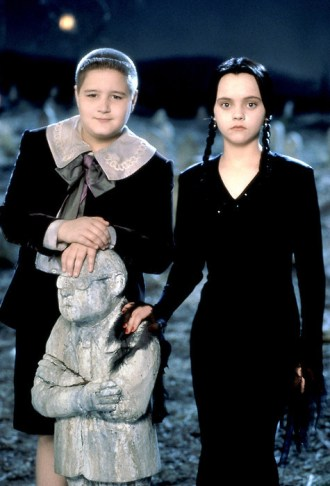 Addams Family in verrueckter Tradition, Die / Addams Family Values USA 1993 Regie: Barry Sonnenfeld Darsteller: Jimmy Workman, Christina Ricci Rollen: Pugsley Addams, Wednesday Addams