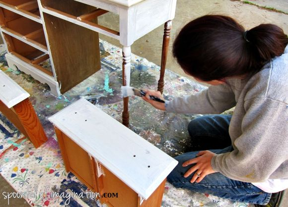 priming a wood desk