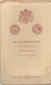 Wapenschild en medaillons, begin jaren 1880.