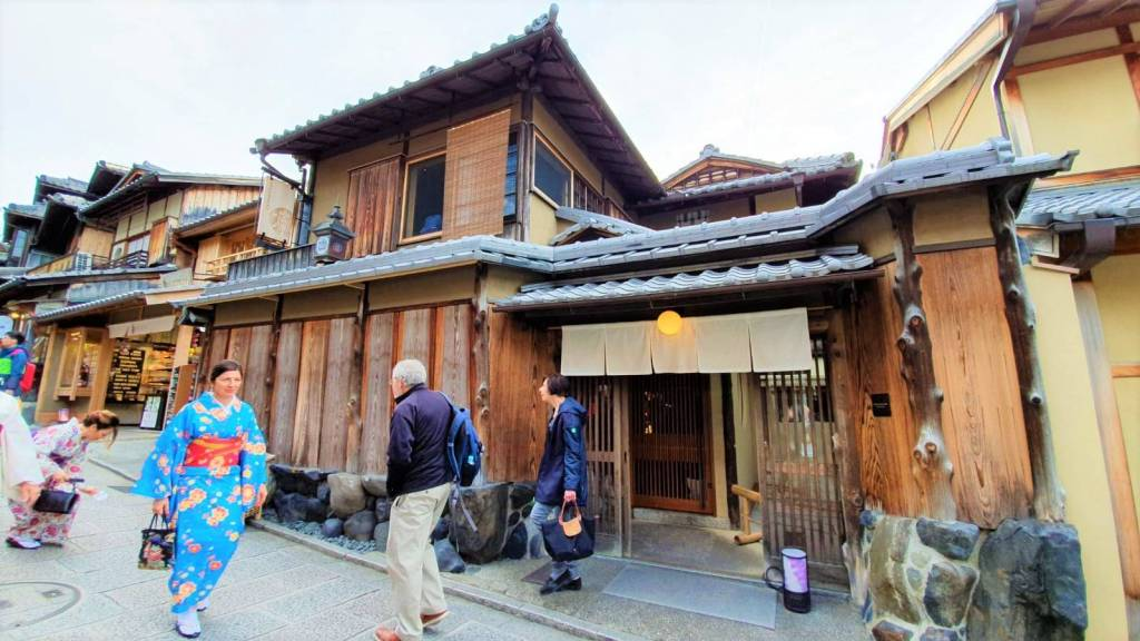 Quick Review: Traditional Tatami Starbucks in Gion, Japan