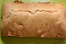 Moules à la tomate et cake aux agrumes : un menu diététique ?Avec pour finir un yaourt nature fait maison . L'équilibre alimentaire c'est possible .