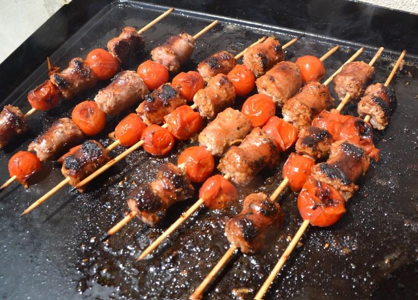 Brochettes saucisses tomates plancha barbecue