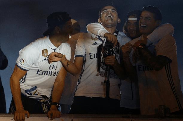 بالفيديو..لاعبو ريال مدريد يحتفلون بلقب الدوري الإسباني بإهانة بيكيه