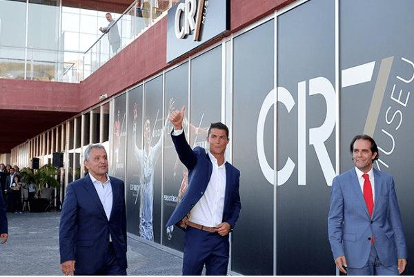 """""""فوربس"""": رونالدو يحقق دخلًا خياليًّا"""