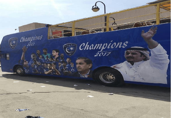 بالفيديو والصور:حافلة هلالية مكشوفة للأبطال تغضب الاهلي والمطالبة بالمساواة