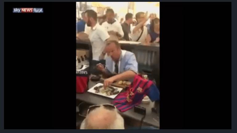 """بالفيديو.. مسؤول فرنسي أكل فئرانا بسبب """"ريمونتادا برشلونة"""""""
