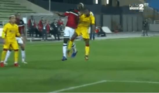 بالفيديو.. لحظة تعرض لاعب الرائد إسماعيل بانقورا لإصابة خطيرة