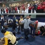 بالفيديو.. لحظة إصابة الجماهير العمانية بعد تهشم الحاجز الزجاجي!