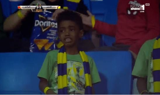 شاهد.. بكاء طفل نصراوي بعد هدف التعادل لفريقه!