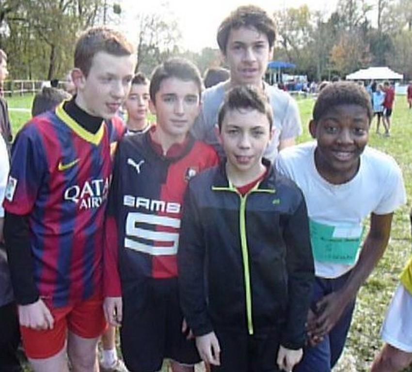 Au depart, l'equipe des minimes garçons 2eme annee qui terminera 8eme au classement par equipe (de g à d: Richard MORGE, Paul BRISSON, Maël NIZAN, Maxence DERRIEN, Darchy BIKINDOU))