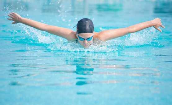 Schwimmen - Dem Rücken etwas Gutes tun: Die rückenfreundlichsten Sportarten - Foto: Fotolia