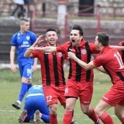"""Liga a III-a (seria a 4-a), etapa a 17-a: Reșița a defilat cu Lugojul și e noul lider, """"Ripi"""" rămâne în cărți cu un gol în minutul 88"""