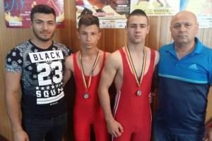 """Argint pentru Petrovici și Nichita la """"naționalele"""" de lupte greco-romane rezervate cadeților"""