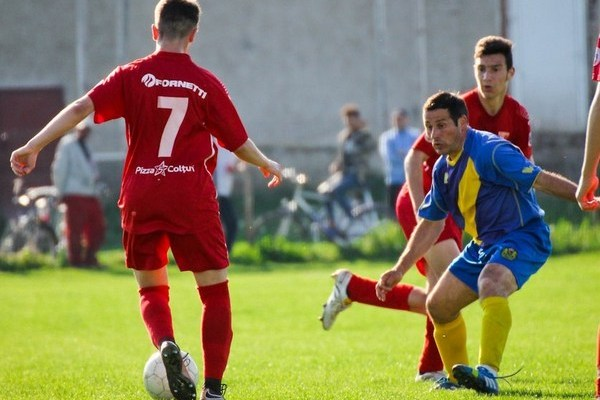 """Progresul juniorilor – satisfacția """"lanternei"""", pofta de goluri a """"galben-albaștrilor"""" continuă : CS Dorobanți – Șoimii Șimand  3-4"""