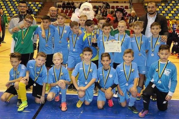Gazdele au câștigat două dintre cele trei trofee puse la bătaie în weekend la 16-a ediție a Cupei de Crăciun Atletico