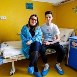 """""""Perlele"""" fotbalistice ale Aradului nu au uitat de unde au plecat! Man a contribuit și el la reabilitarea Secției de Boli Infecțioase a Spitalului Județean"""