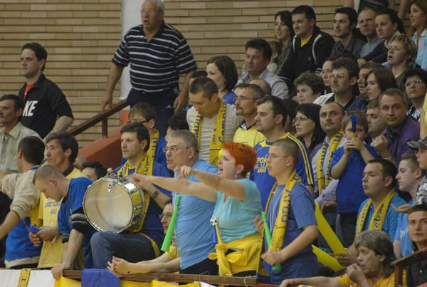 """Fiori reci pe spinarea fanilor FCC ICIM Arad: """"Există riscul iminent ca acest club să dispară de pe harta sportului românesc"""""""
