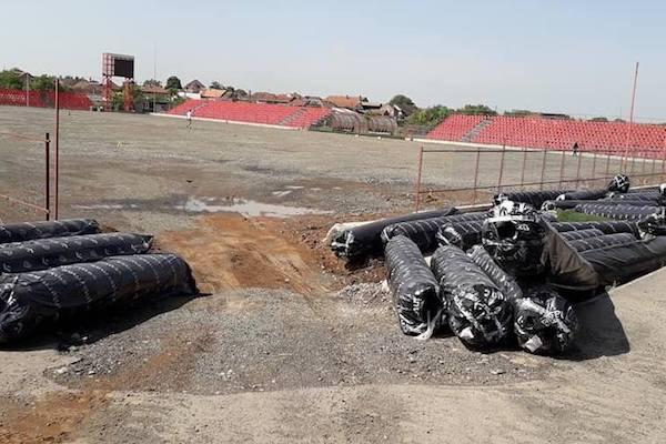 """""""Motorul"""", ca """"Francisc Neuman""""? Primăria își bate joc de puținele stadioane ale Aradului, UTA ar putea rămâne la Șiria și din vară"""