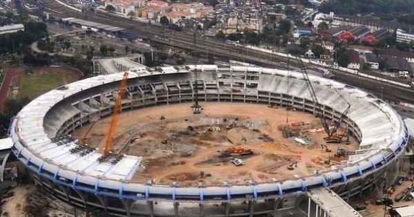 Le-stade-maracana-de-rio-de-janeiro-en-reconstruction-le-4-octobre-2011