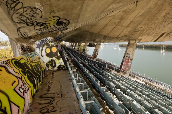 Miami Marine Stadium - vue des gradins - Steven Brooke Studios