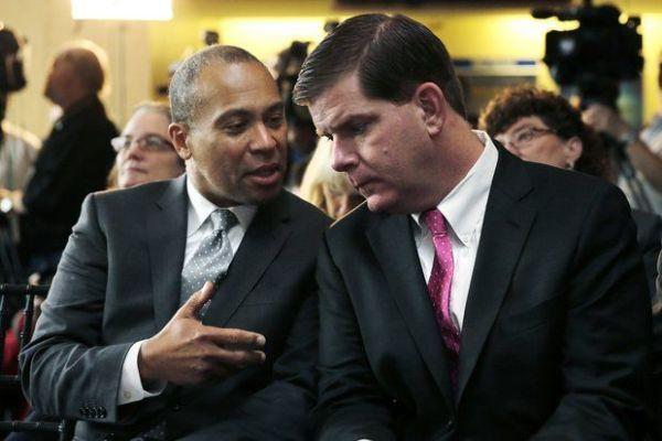 Deval Patrick et Marty Walsh (Crédits – MassLive / AP Photo / Charles Krupa)
