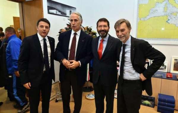 De gauche à droite, Matteo Renzi, Président du Conseil italien ; Giovanni Malago, Président du Comité Olympique Italien (CONI) ; Ignazio Marino, Maire de Rome et Graziano Delrio, Ministre des transports (Crédits - CONI)