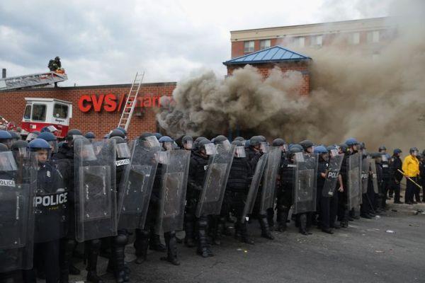 Baltimore - émeutes - cordon de police