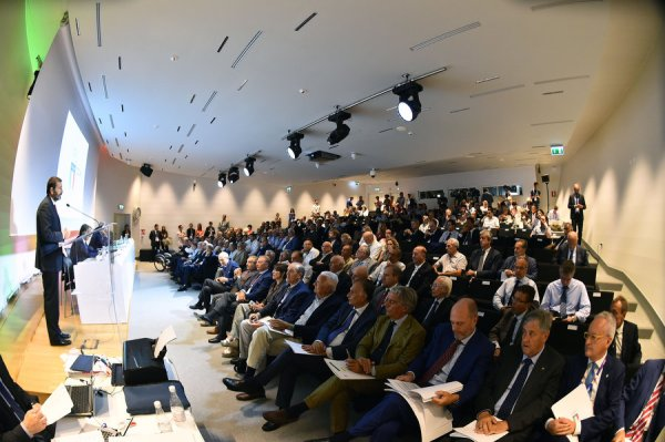 Le Maire de Rome, Ignazio Marino, à la tribune devant les membres du CONI (Crédits - Foto Mezzelani GMT / CONI)
