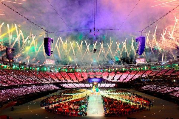 """""""Le Stade Olympique se transforme en scène géante pour la Cérémonie de clôture, le 12 août 2012"""" (Crédits - CIO / Getty Images)"""