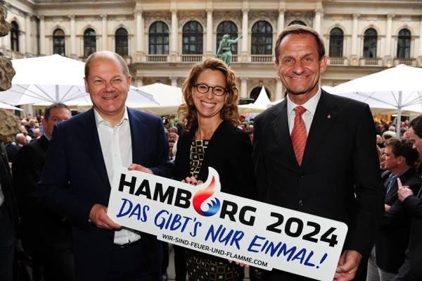 De gauche à droite, Olaf Scholz, Maire de Hambourg ; Carola Veit, Présidente du Parlement de Hambourg et Alfons Hörmann, Président du Comité Olympique Allemand (Crédits - Parlement de Hambourg / Michael Zapf)