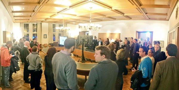 Les citoyens de Kiel assistent au dépouillement du référendum (Crédits - Kiel Fuer Olympia)