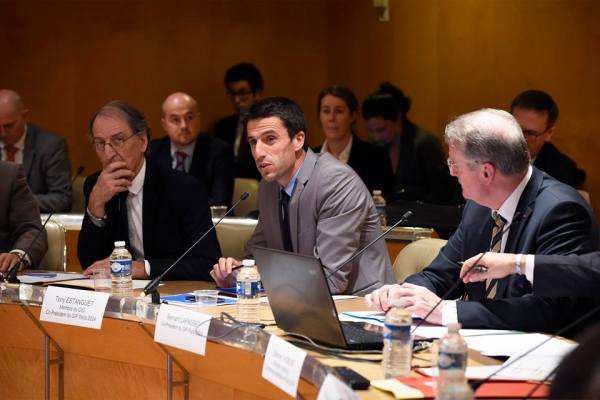 De gauche à droite, Denis Masseglia, Président du CNOSF ; Tony Estanguet et Bernard Lapasset, co-Présidents de la candidature (Crédits - Paris 2024)