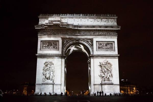 Spectacle pour le passage à la nouvelle année, le 31 décembre 2015 (Crédits - Ville de Paris / Jean-Baptiste Gurliat)