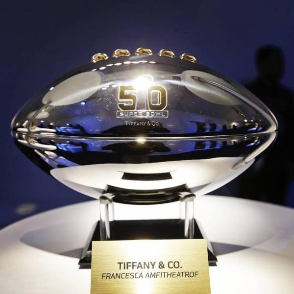 Création du joaillier Tiffany & Co à l'occasion du Super Bowl 50 (Crédits - NFL)