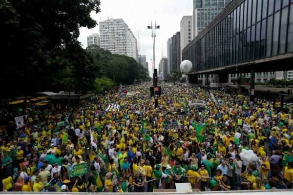 Jusqu'à 1,5 million de manifestants à São Paulo (Crédits - Globo / Newton Menezes / Futura Press / Estadão Conteúdo)