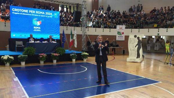 Luca di Montezemolo exposant les axes principaux de la candidature olympique et paralympique (Crédits - Roma 2024)