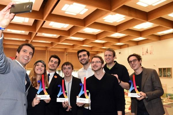 Tony Estanguet, coprésident du Comité de Candidature, en compagnie des lauréats des Prix (Crédits - Paris 2024)