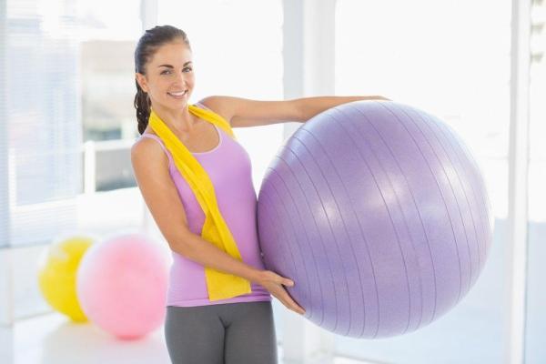Упражнения с гимнастическим мячом: для похудения, для ...