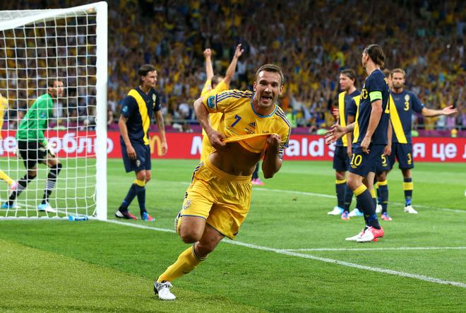 Shevchenko anota su segundo gol ante Suecia