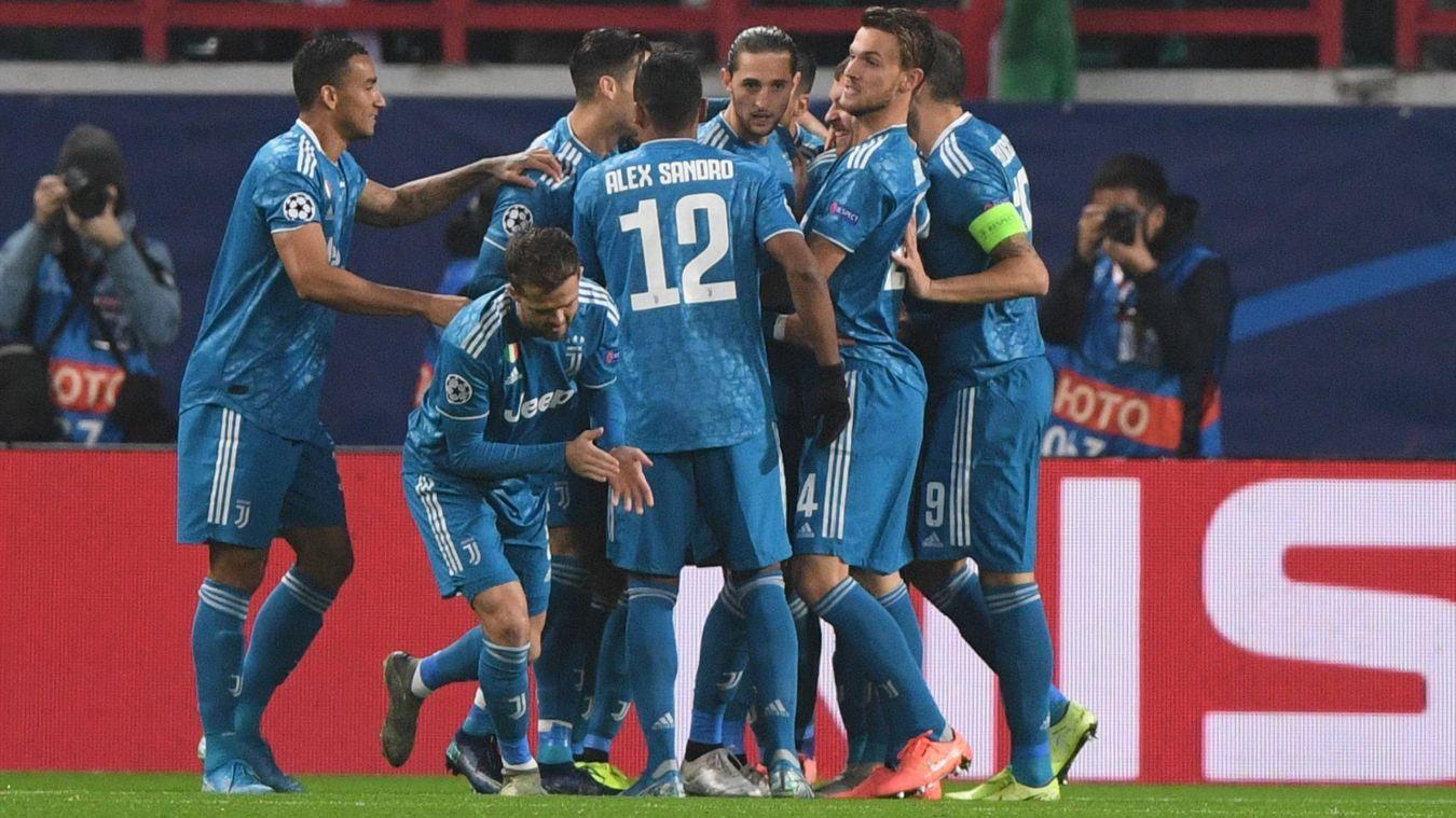 Costa's late strike sends Juventus through to last 16