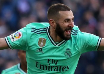Benzema seals victory for 10-man Real Madrid