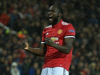Late flurry of goals secures United win over Everton